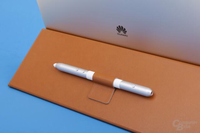 Huawei MatePen lässt sich magnetisch am Cover befestigen