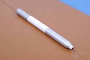 Stift aufgeteilt in drei Segmente mit drei Tasten