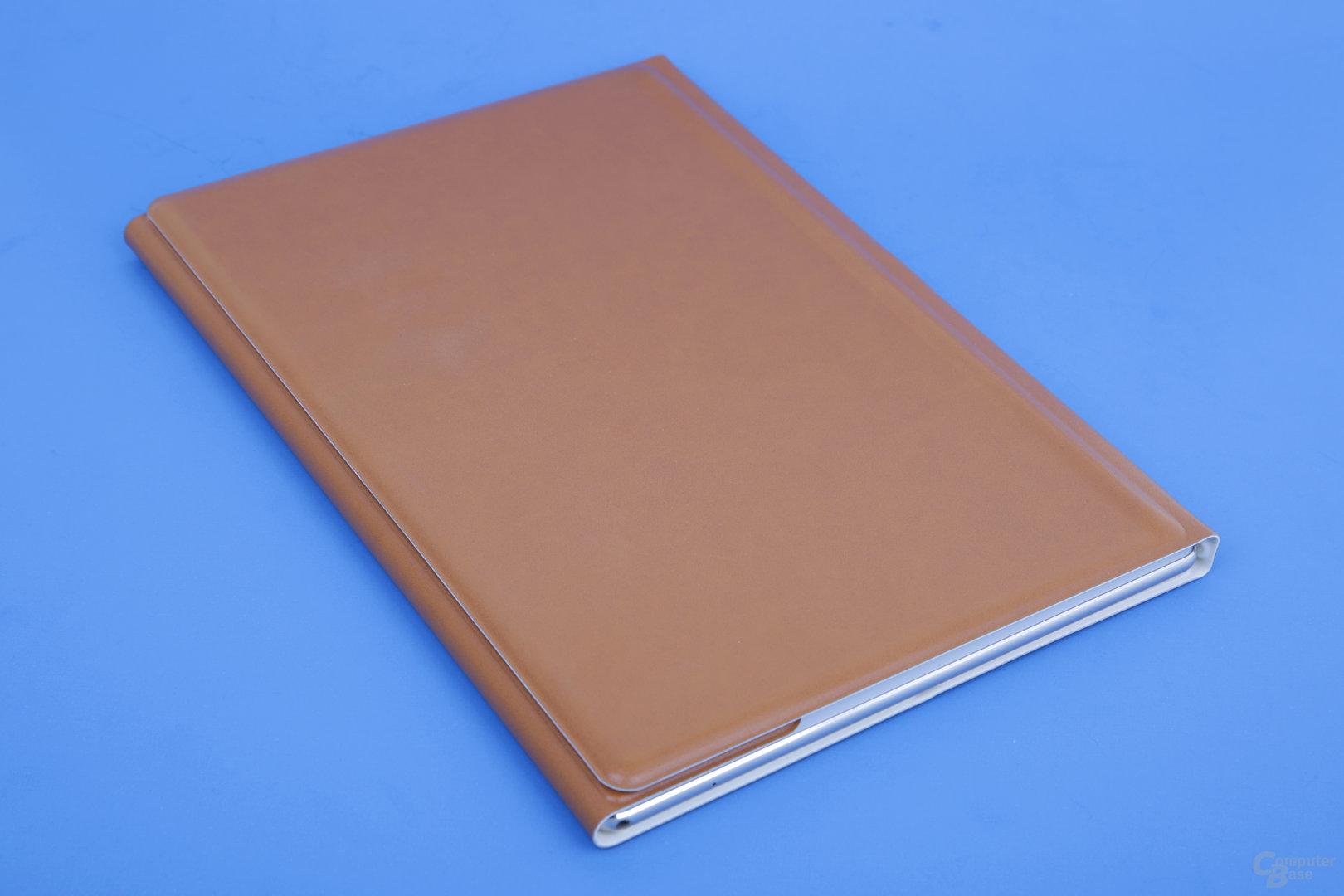 Huawei MateBook im geschlossenen Cover