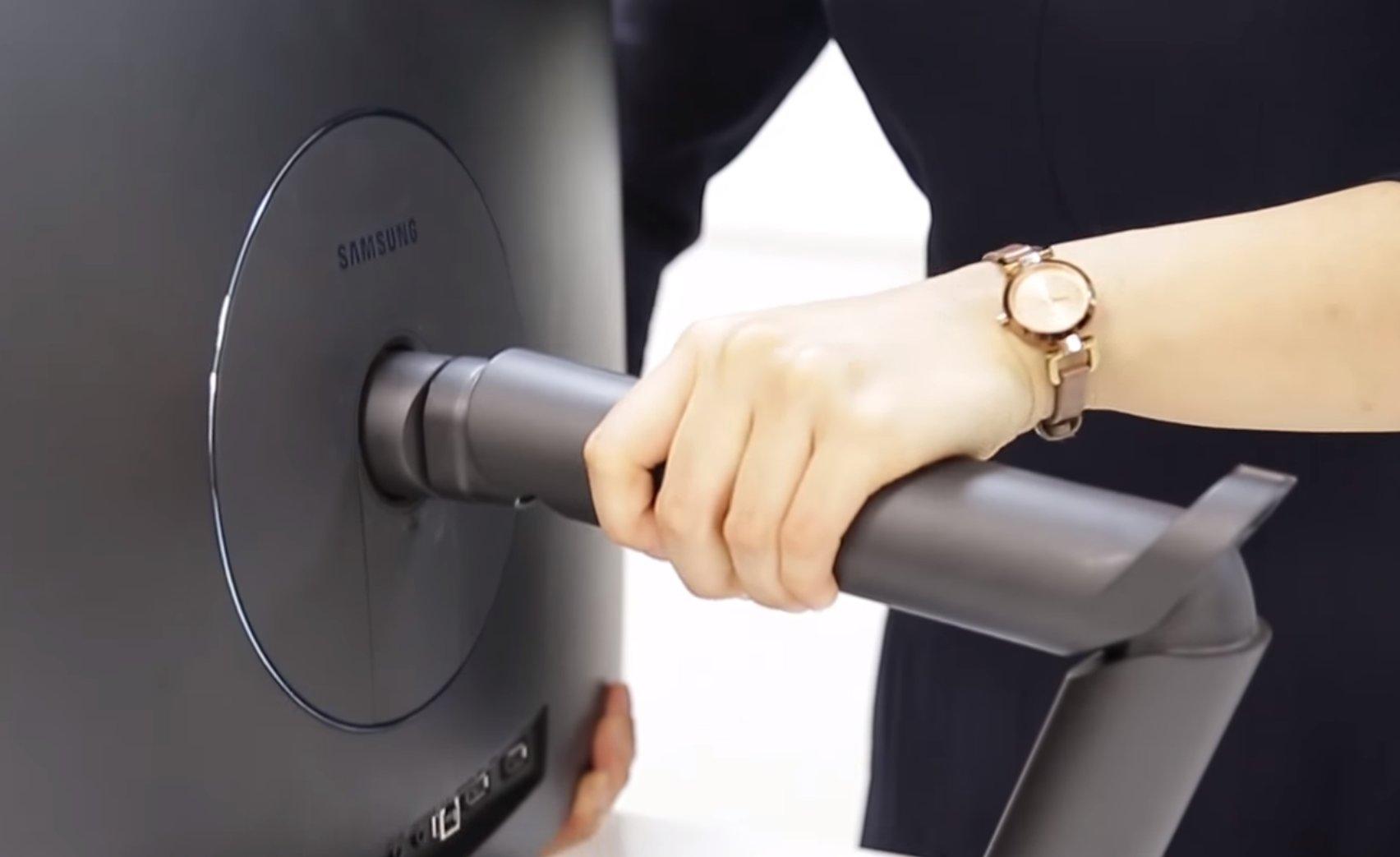 Samsung CFG70: Dual-Hinge Stand