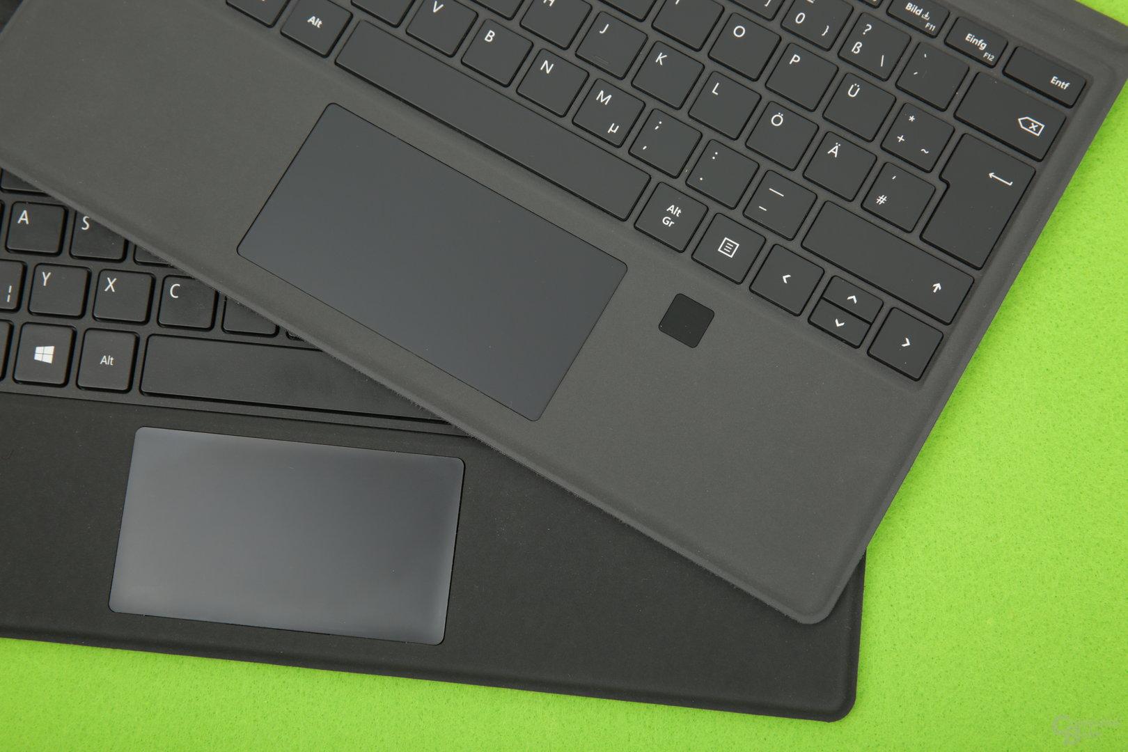 Ähnliche Tastaturen, das Touchpad bei Microsoft (oben) ist aber noch größer