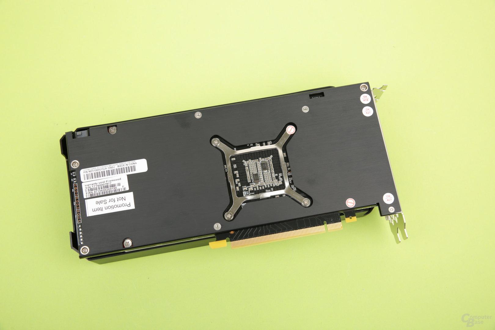 Auch die Palit GeForce GTX 1060 Dual besitzt eine Backplate