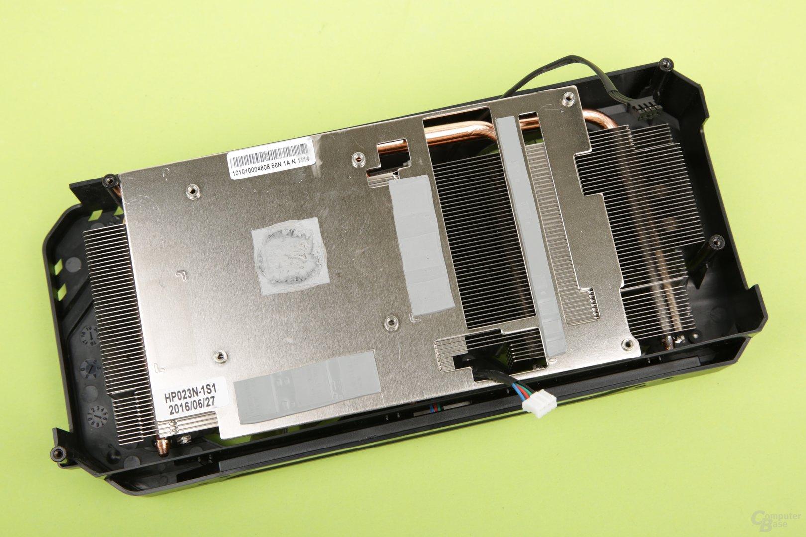 Eine Bodenplatte steht mit allen hitzigen Komponenten in Berührung