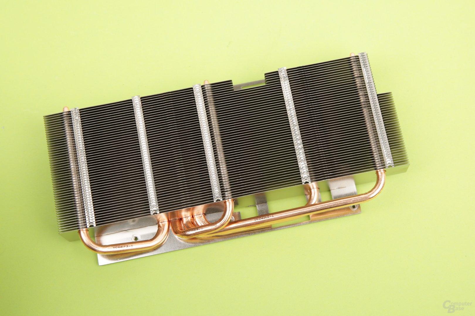 Vier Heatpipes aus Kupfer verteilen die Wärme