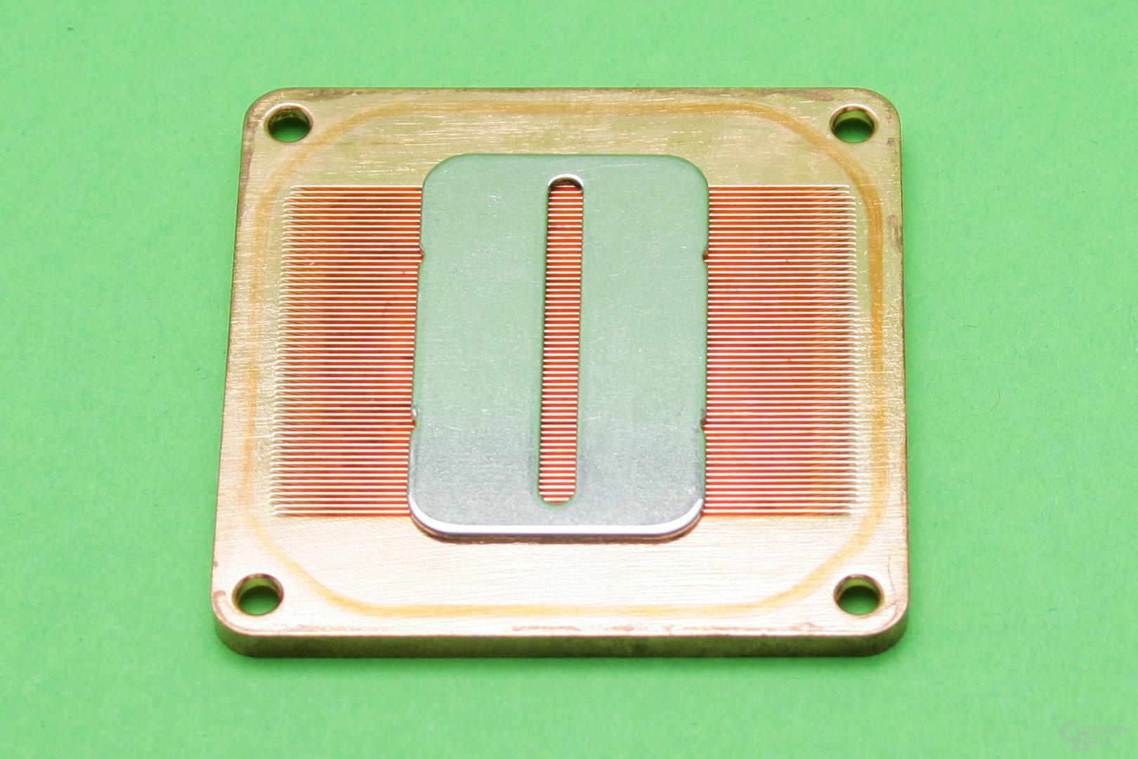 XSPC Raystorm Pro: Aufgelegte Düsenplatte