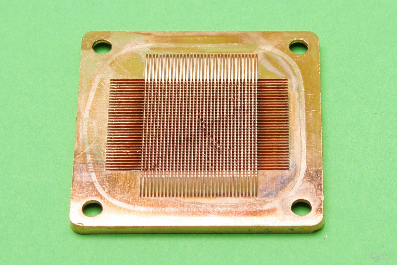 Alphacool NexXxos XP3 Light V.2: Bodenplatte mit Pins