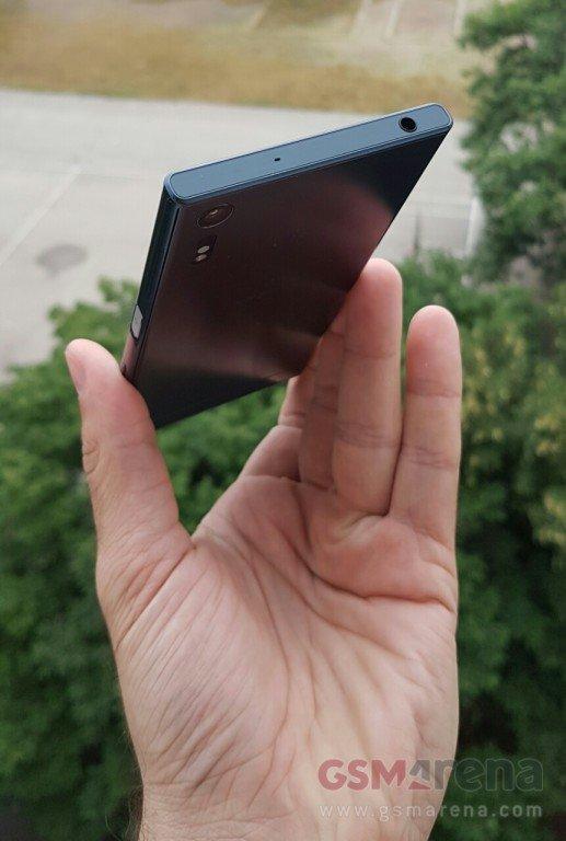 Sony Xperia F8331