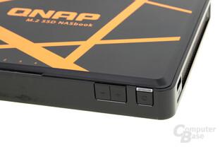 QNAP TBS-453A – Lautstärke und Power-Knopf