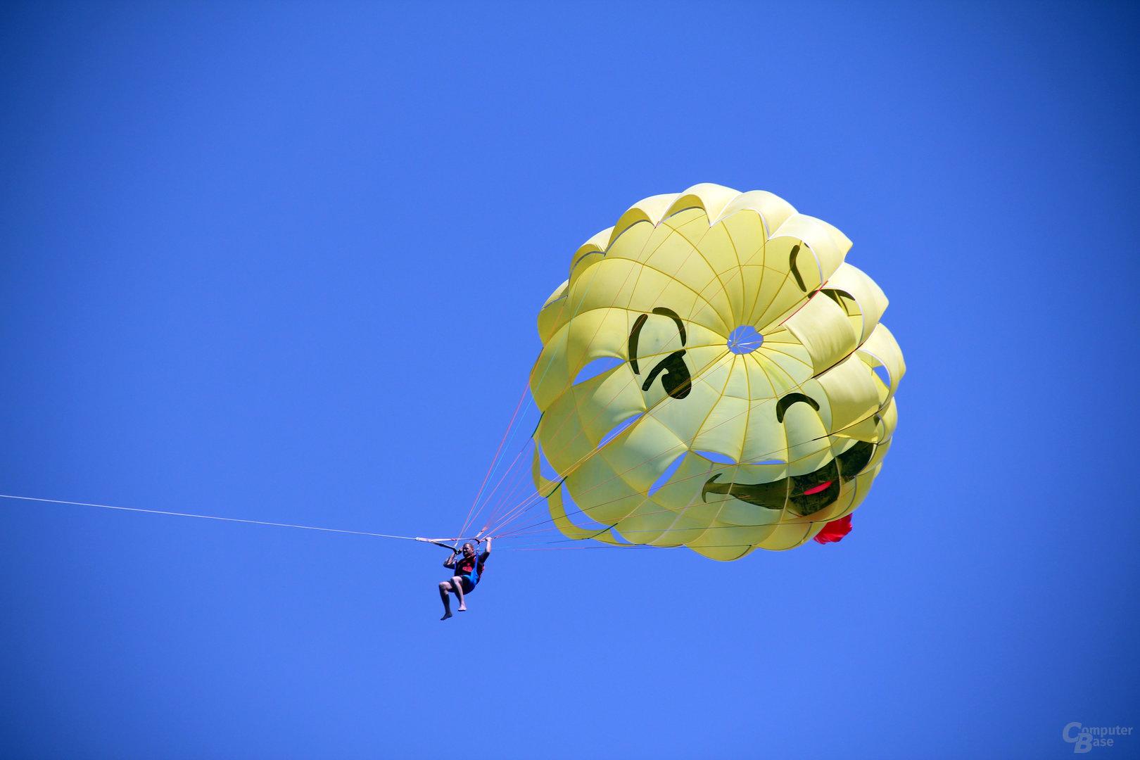 Anderen Teilnehmern im Luftraum immer ausweichen!