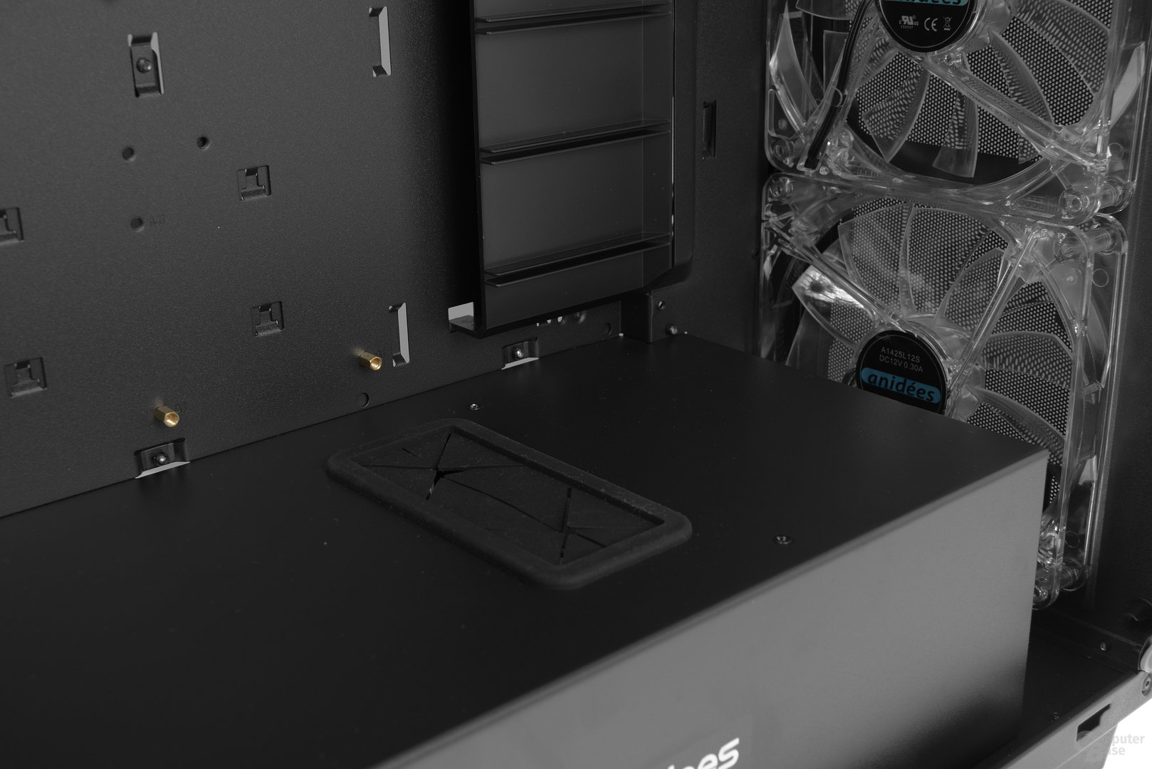 anidees AI-Crystal – Gummimanschette im Raumteiler