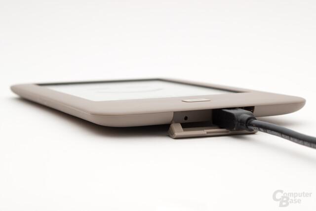 Dickere USB-Stecker können beim Tolino Page zu Problemen führen