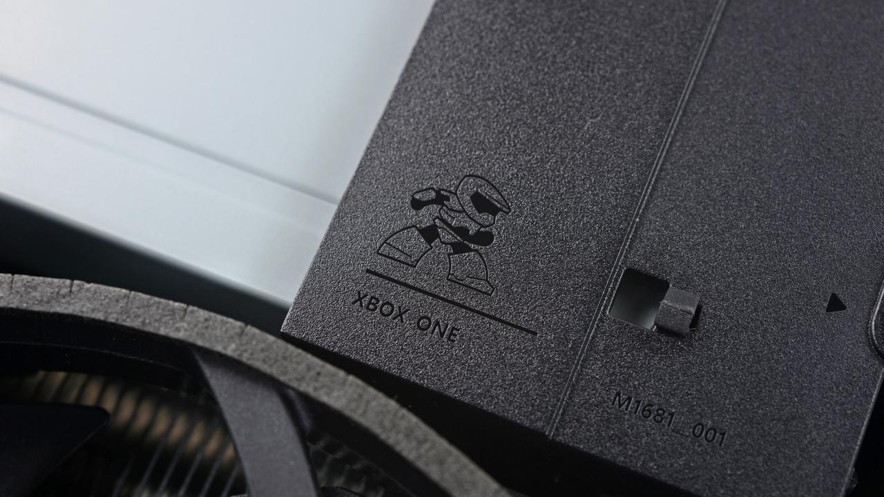 Xbox One S: Teardown enthüllt SATA-III-HDD und Easter Egg