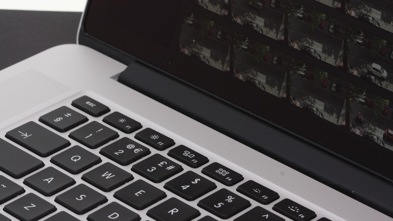 MacBook Pro: Schlanker, kompakter und mit OLED-Leiste