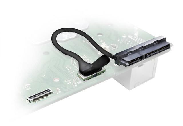 Anschluss für HDDs/SSDs auf der Unterseite