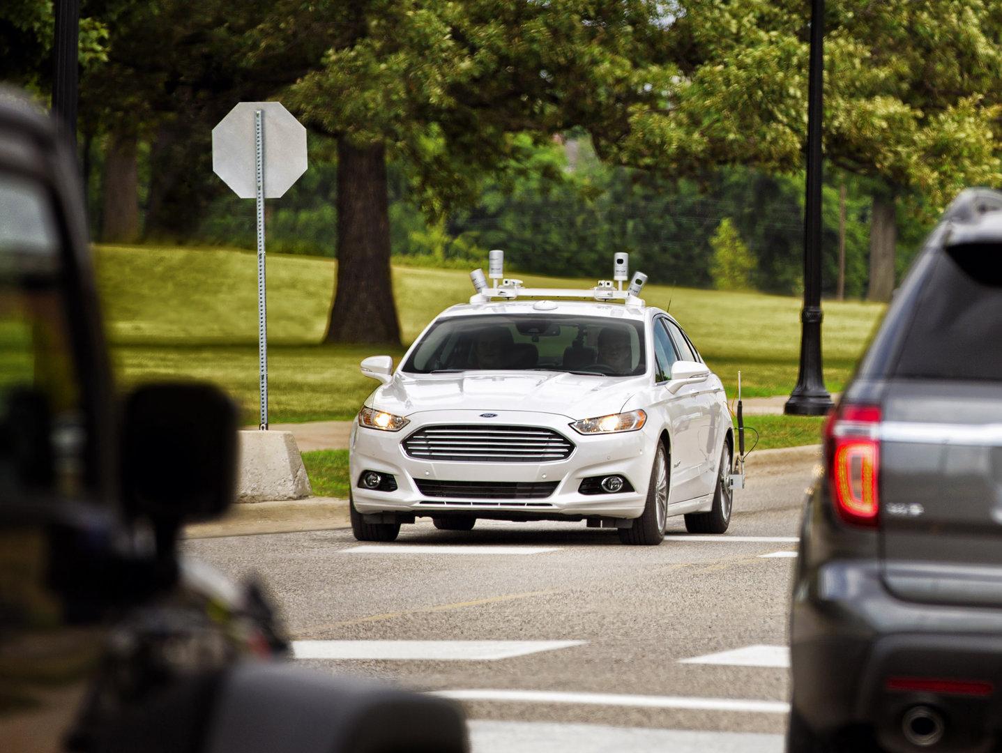 Versuchsfahrzeug für autonomes Fahren
