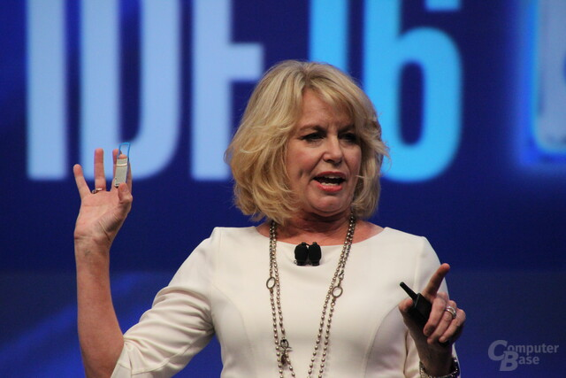 Intels Diana Bryant zeigt Silicon Photonics