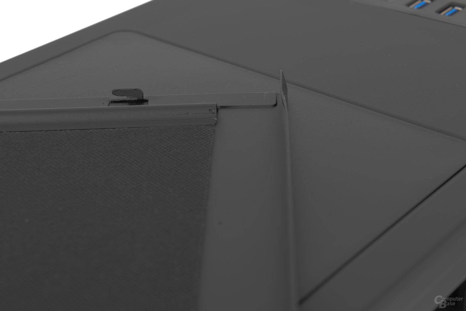 Aerocool DS 230 – Deformierung des Seitenteils im Detail