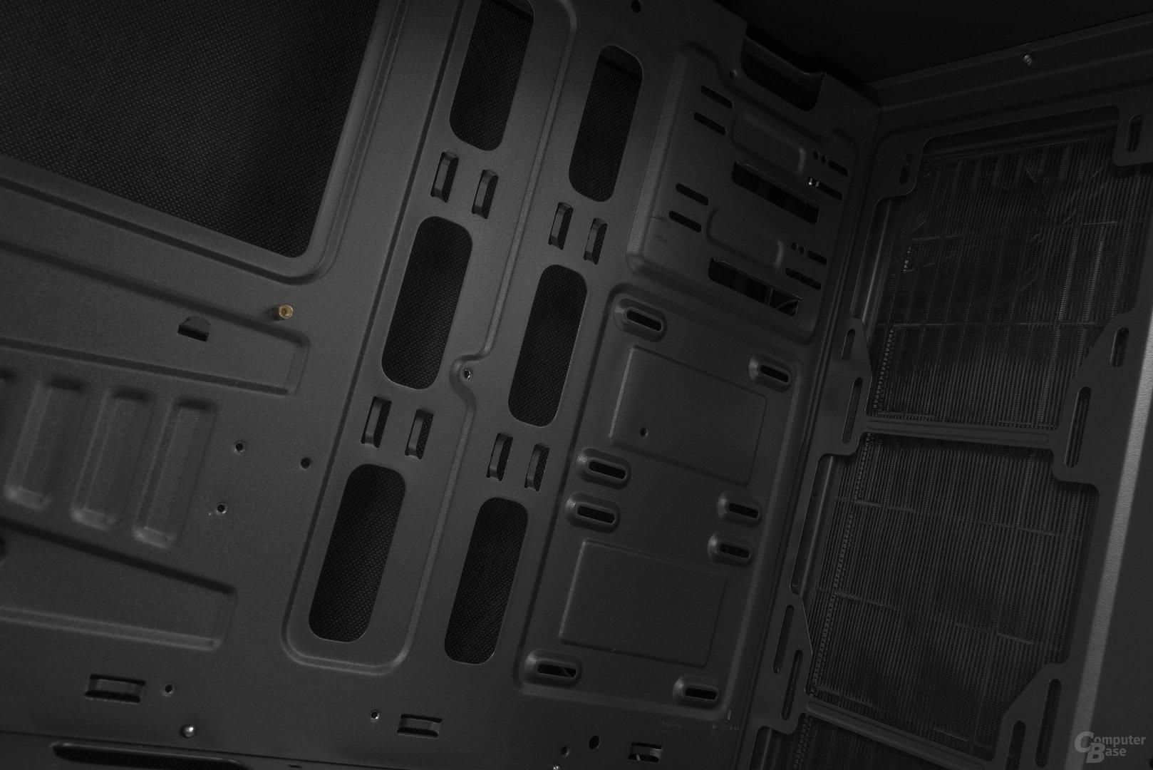 "Aerocool DS 230 – 2,5""-SSD-Plätze neben dem Mainboard"