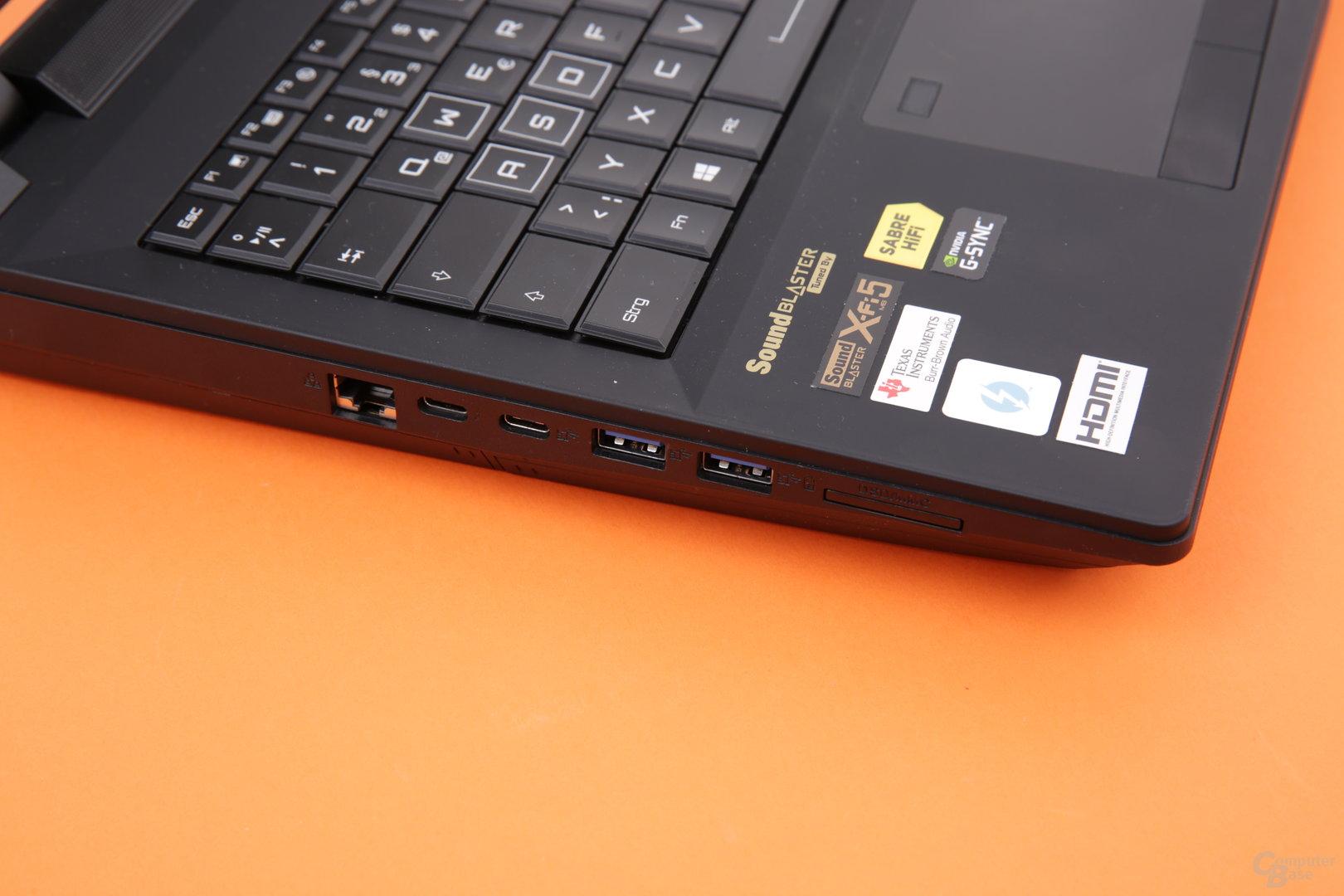 Zwei Mal Thunderbolt 3 (USB Typ C), zwei Mal USB 3.0, Ethernet und Kartenleser links
