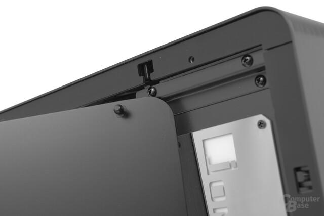 Jonsbo UMX4 – Seitenteile werden durch Druckstifte getragen
