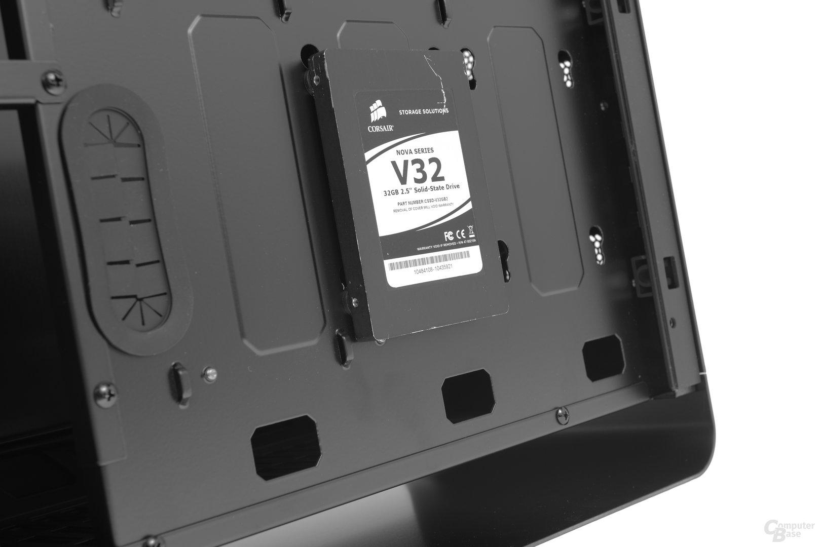 Jonsbo UMX4 – Festplattenaufgängung am Mainboardtray