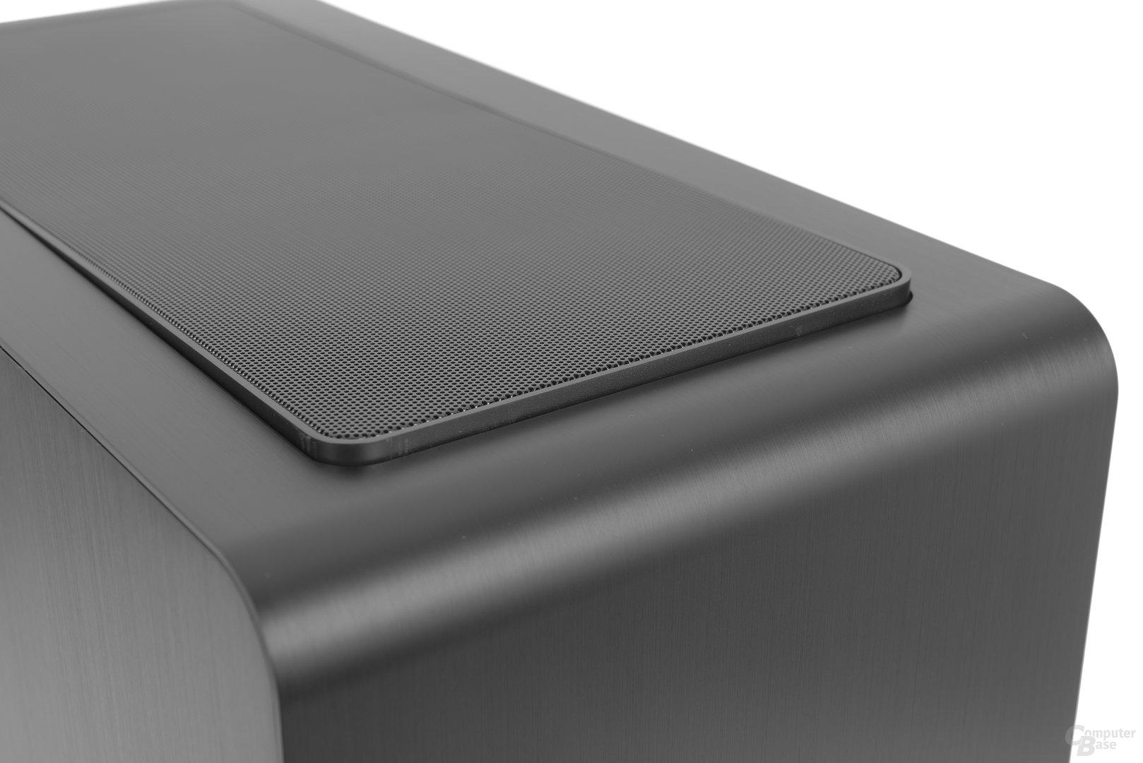 Jonsbo UMX4 – Staubfilter ist mit Druckverschluss befestigt