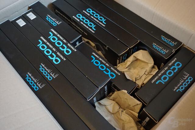 Ein Paket voller Alphacool NexXxoS ST30 Radiatoren