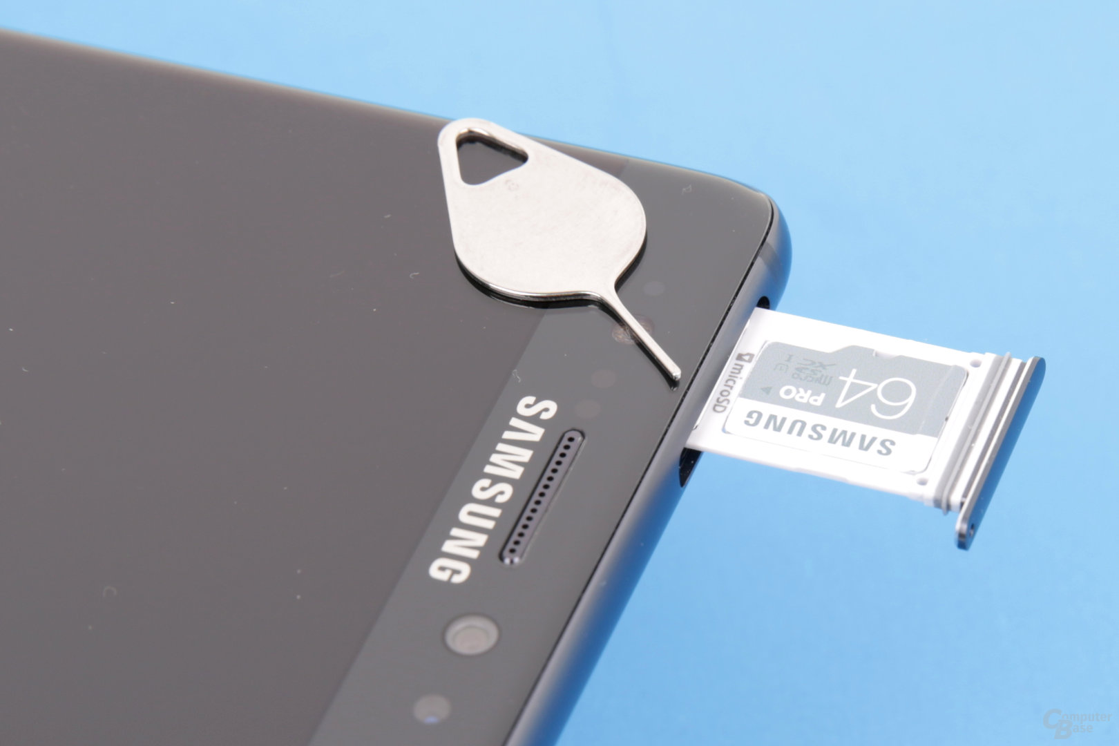 Nano-SIM-Fach nimmt auch microSD-Karte auf