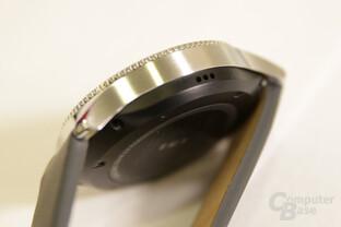Rückseite mit Herzfrequenzmesser und seitlicher Lautsprecher