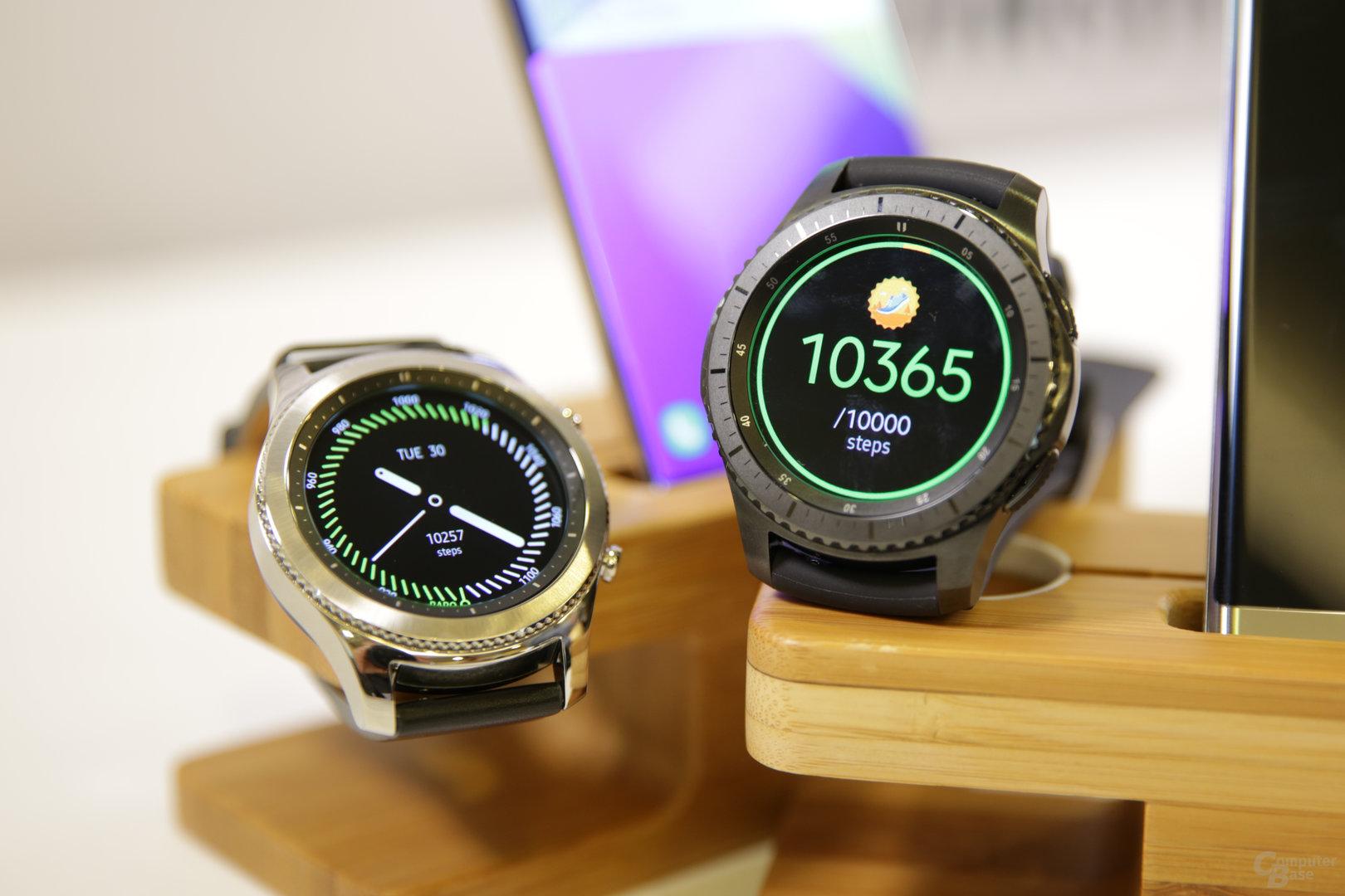 Samsung Gear S3 Classic (links) und Gear S3 Frontier