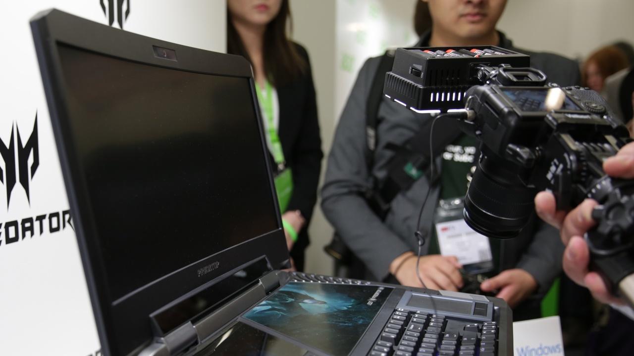"Acer Predator 21 X: Gaming-Notebook mit krummem 21""-Display in 21:9"