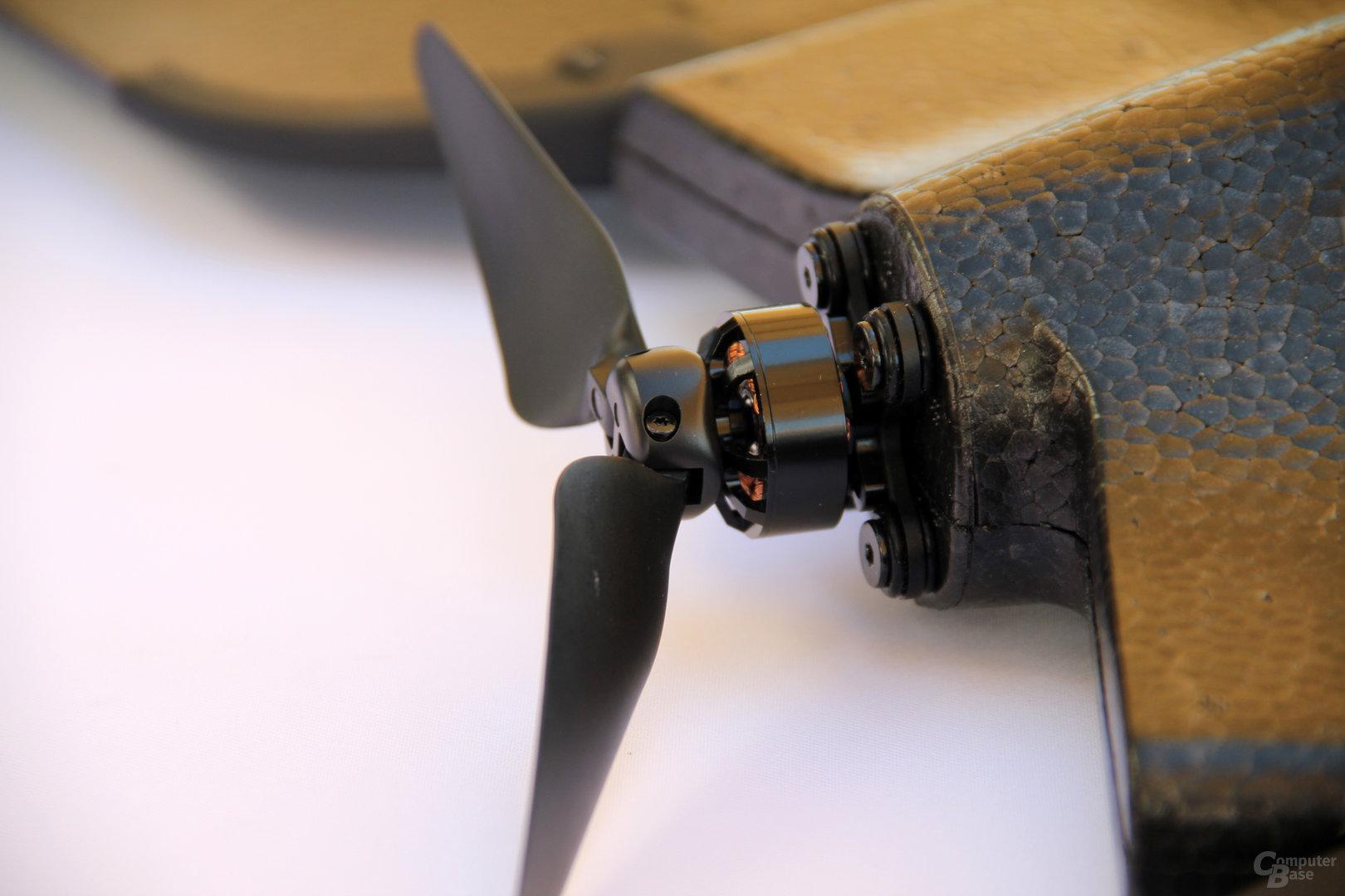 Der einzelne Propeller ist klappbar