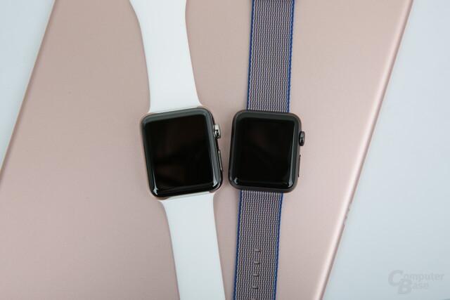 Apple Watch Series 2 42 mm (Edelstahl) und das Original mit 38 mm (Aluminium)