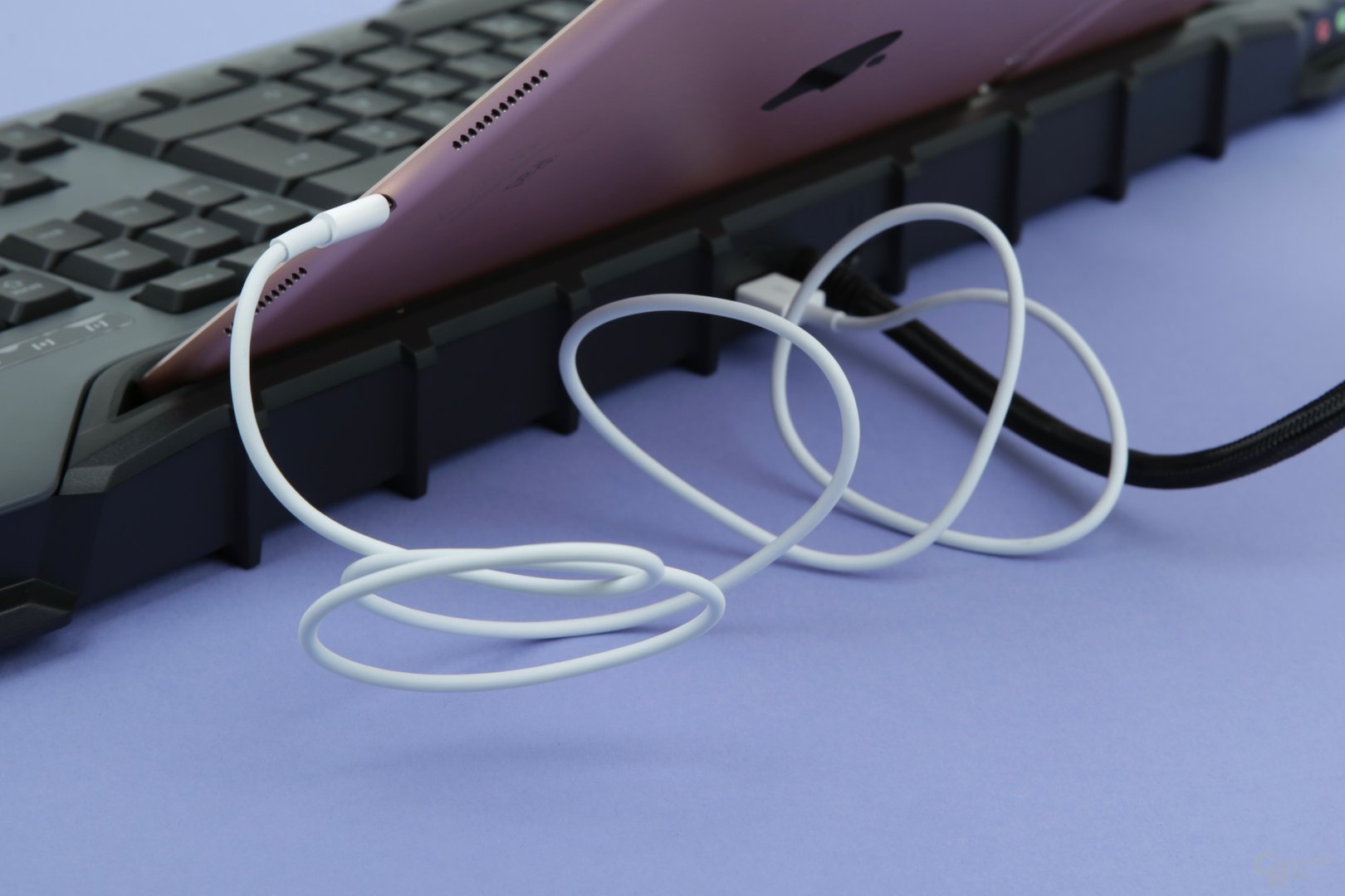 Ein USB-Anschluss zum Laden
