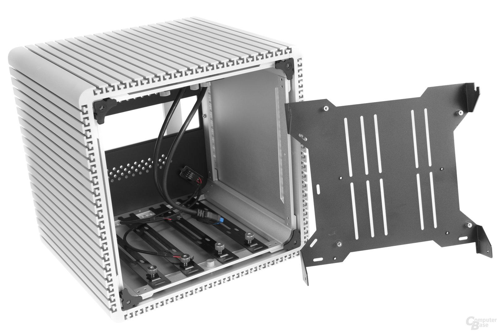 Streacom DB4 – Mainboardtray entfernt