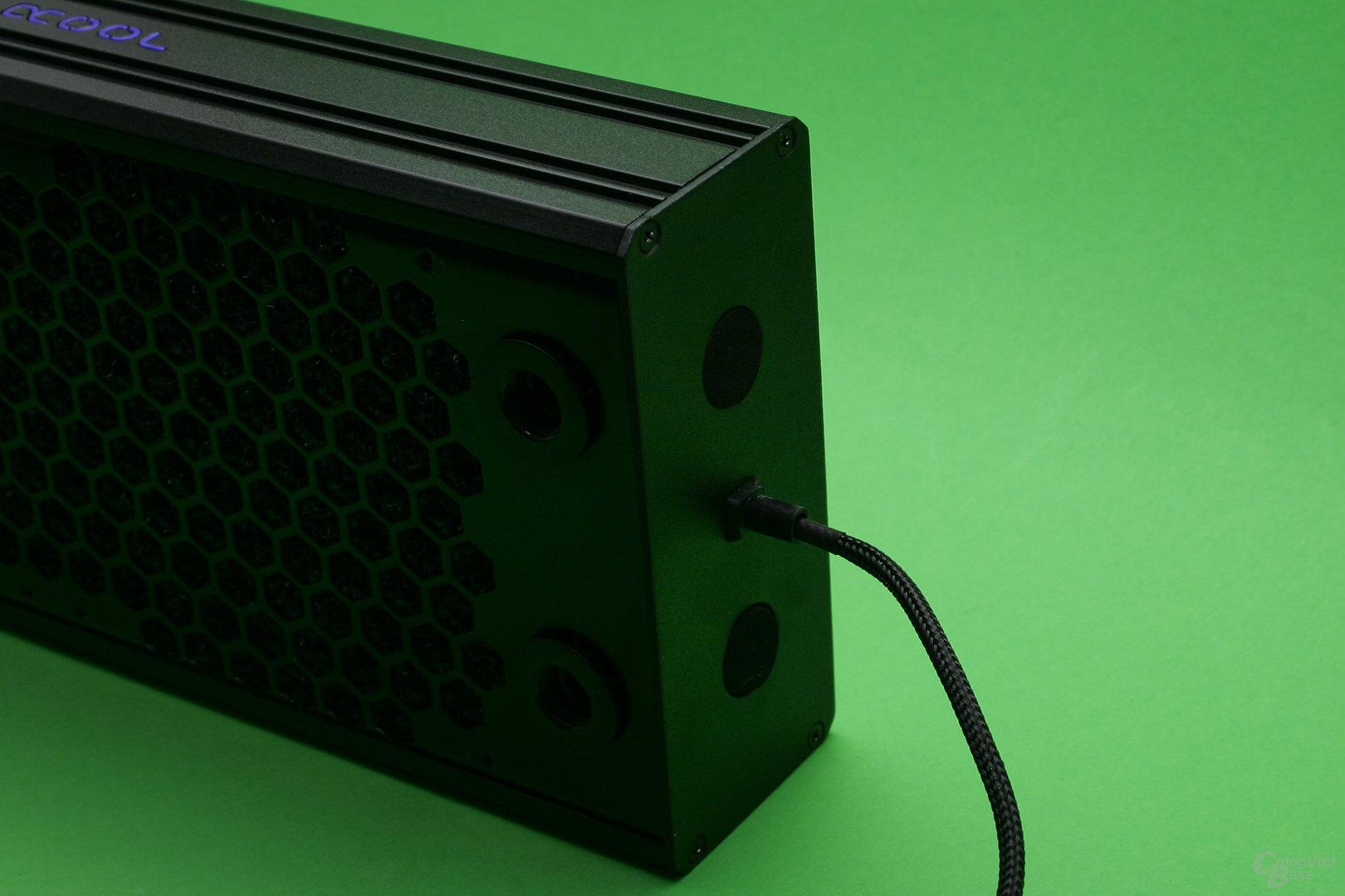 Alphacool Eisbrecher 240: Stromkabel für LED-Beleuchtung