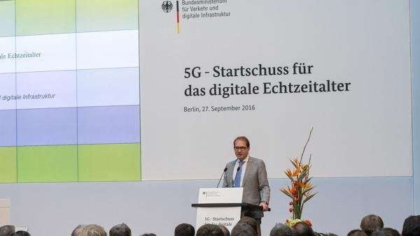 Verkehrsminister Dobrindt: 5G-Netze für Straßen und Städte bis 2025
