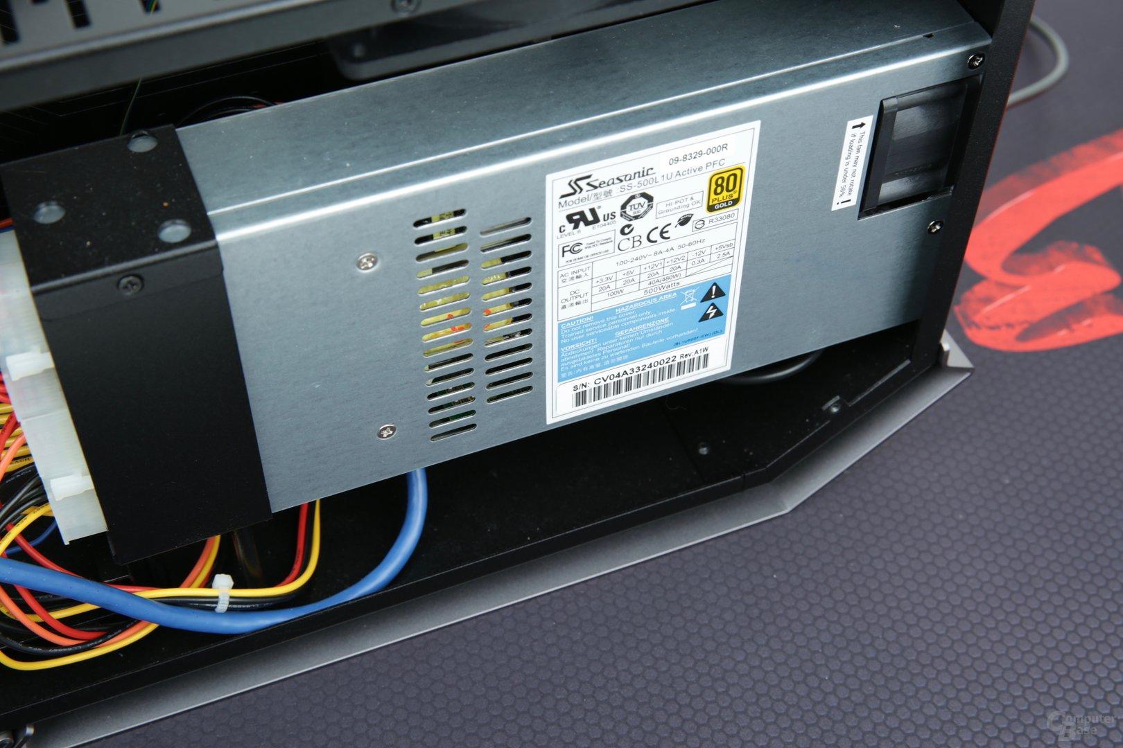 Das Netzteil mit Höhe 1U bietet 500 Watt