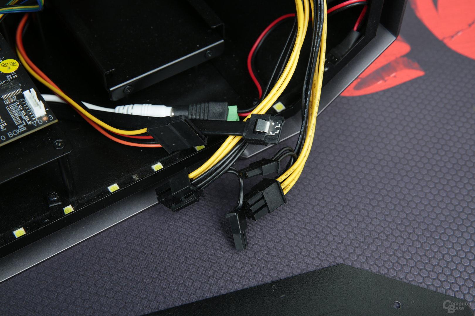 Zwei Mal PCIe mit 6/8 Pin, SATA-Daten und -Strom