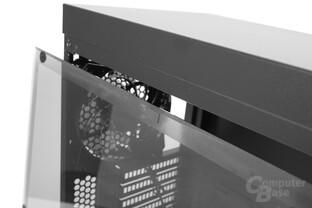 CoolerMaster MasterBox Lite 5 – Das Acrylglas ist zusätzlich entkoppelt.