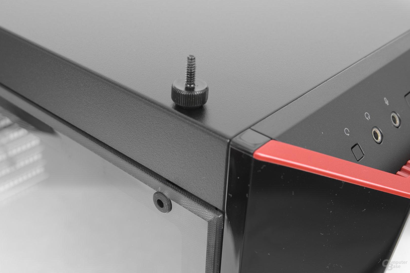 CoolerMaster MasterBox Lite 5 – Befestigung des Acrylfensters mittels Rändelschrauben