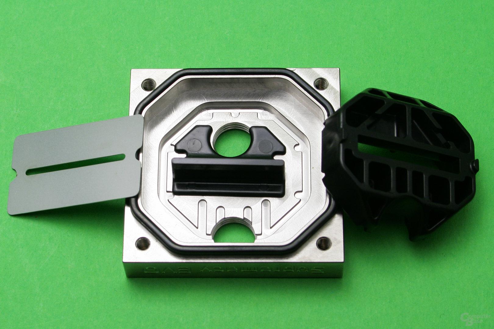 EK Supremacy Evo Full Nickel: Plastikeinsätze und Düsenplatte können ausgewechselt werden