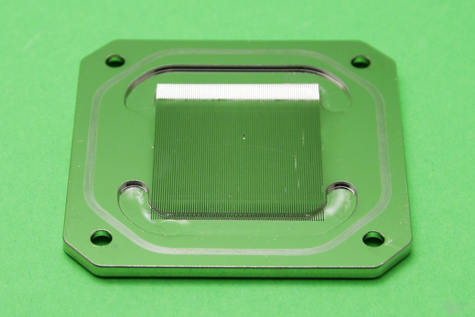 Koolance CPU-390: Sehr feine Kühlfinnen
