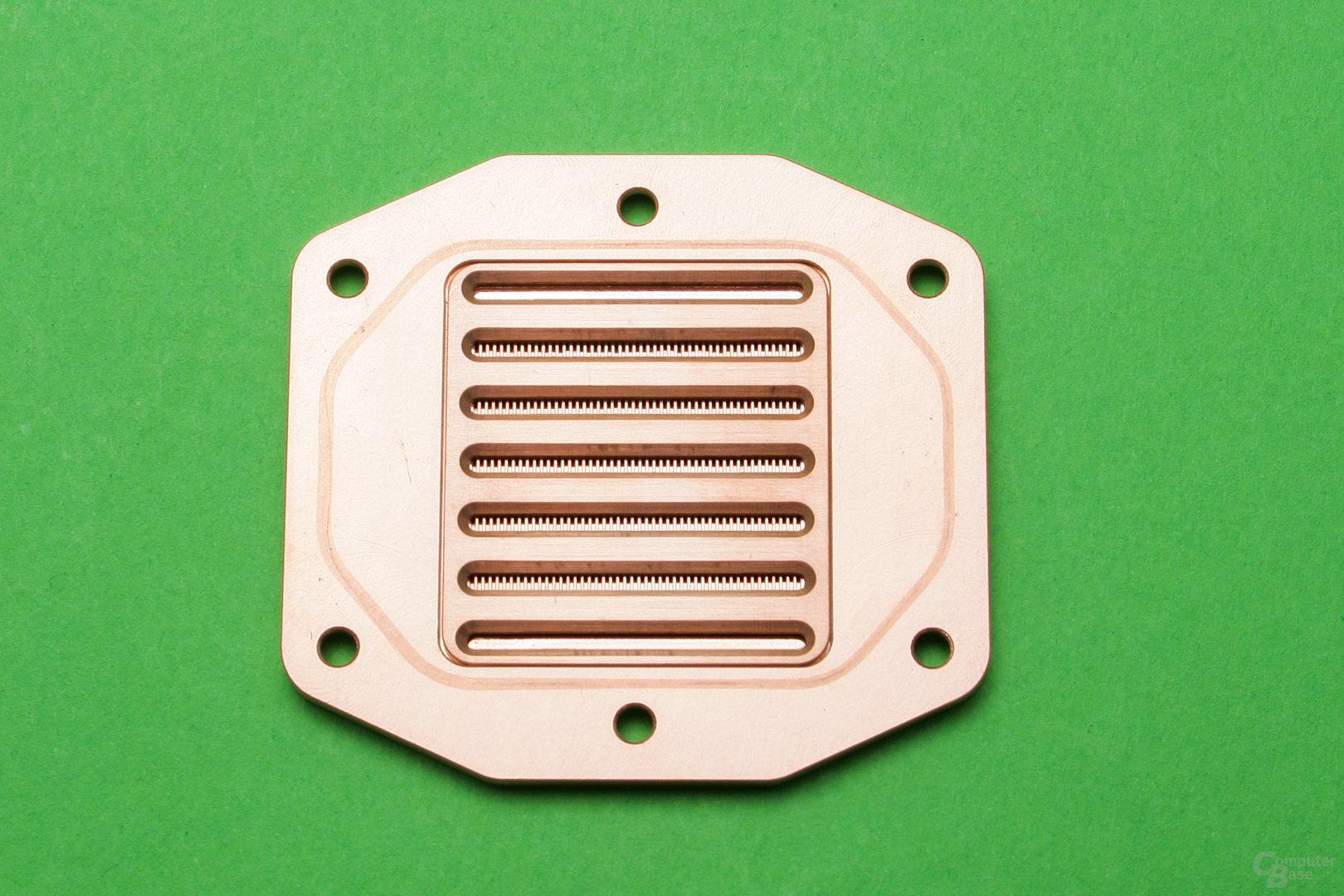 Anfi-tec drei: Bodenplatte mit Verteilerplatte