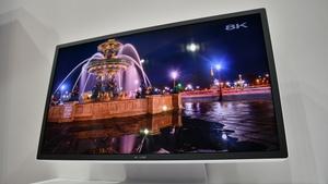 Sharp 8K Monitor: 33 Millionen Pixel mit 120 Hz über acht Kabel