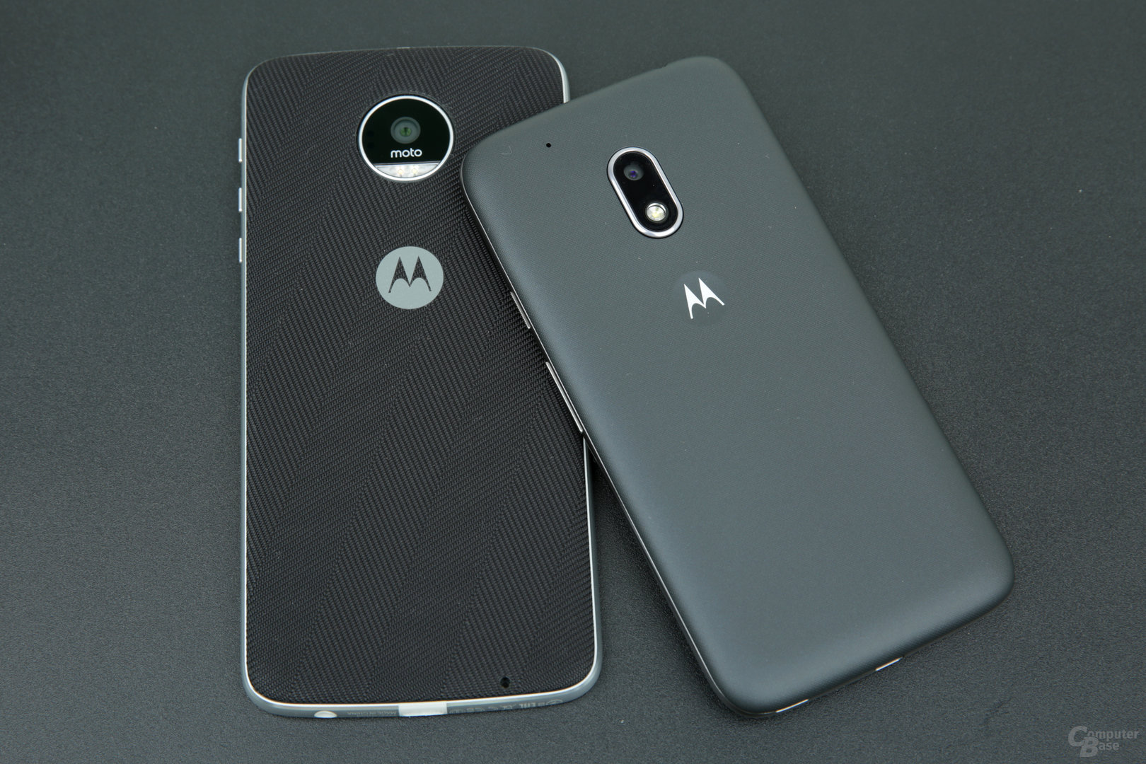 Moto Z Play neben Moto G4 Play