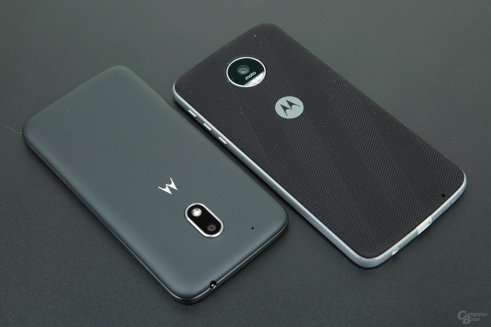 Rückseite beider Smartphones mit Style Shell beim Moto Z Play