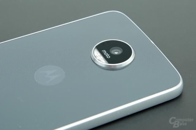 Dickeres Moto Z Play mit trotzdem hervorstehender Kamera