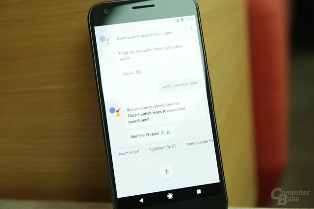 Auf Wunsch erzählt der Google Assistant auch (flache) Witze