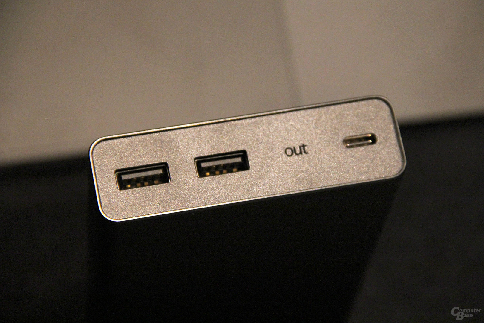USB-C Out, 2x USB und 12.800 mAh
